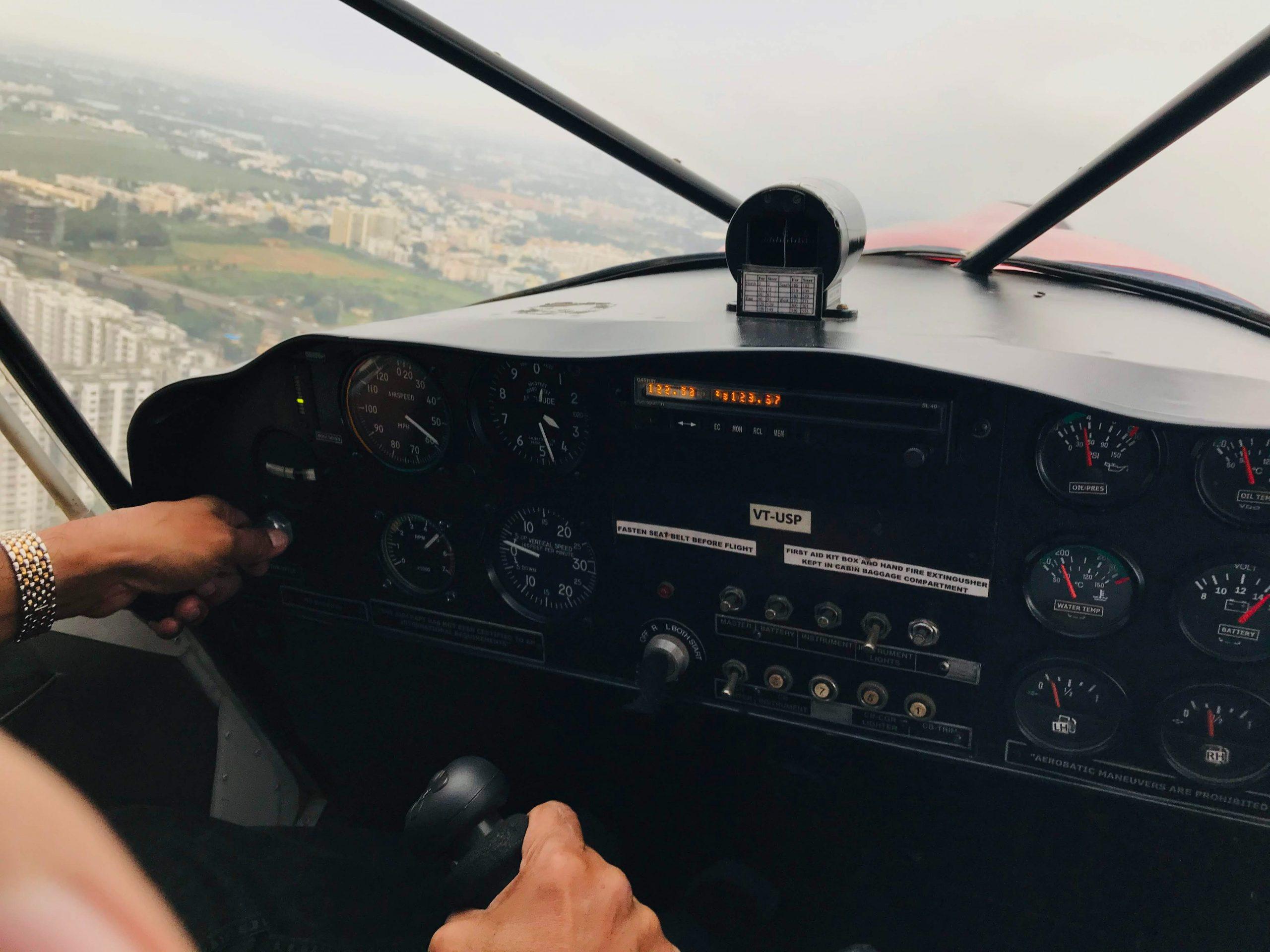 Read more about the article Les avantages et les normes de sécurité d'un vol en ULM